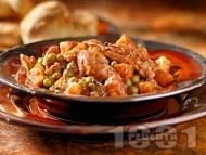 Пилешка яхния от гърди с грах, картофи и моркови